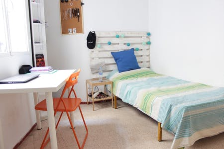 Private room for rent from 14 Jul 2019 (Calle Azafrán, Sevilla)