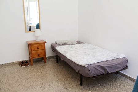 Room for rent from 23 Dec 2018 (Calle Atanasio Barrón, Sevilla)