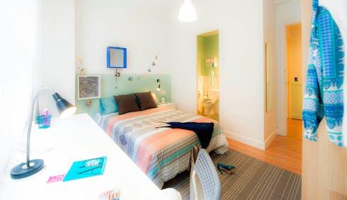 Private room for rent from 01 Jul 2020 (García Rivero Maisuaren Kalea, Bilbao)