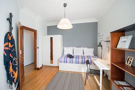 Habitación privada de alquiler desde 01 abr. 2019 (Recalde Zumarkalea, Bilbao)