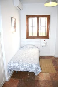 Private room for rent from 01 Jul 2020 (Calle Virgen de Luján, Sevilla)