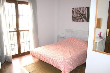 Private room for rent from 18 Aug 2019 (Calle Virgen de Luján, Sevilla)