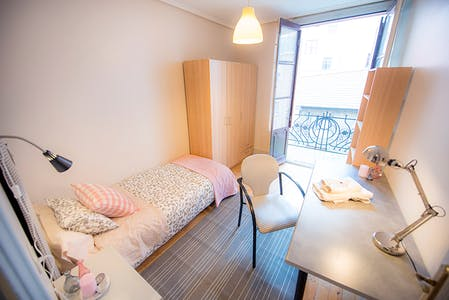 Private room for rent from 01 Jul 2020 (Fika Kalea, Bilbao)