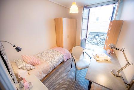 Room for rent from 30 Jun 2018 (Fika Kalea, Bilbao)