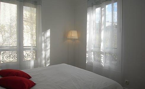 Apartamento para alugar desde 17 mar 2018 (Rue Saint-Charles, Paris)