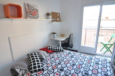Private room for rent from 01 Oct 2019 (Carrer de Santa Albina, Barcelona)