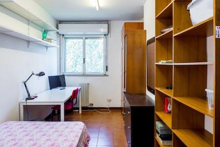 Private room for rent from 01 Jul 2020 (Via dei Missaglia, Milano)