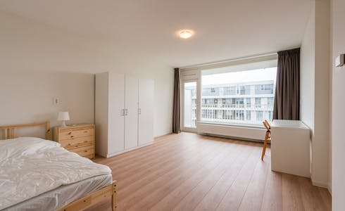 Room for rent from 01 Apr 2018 (Delflandplein, Amsterdam)