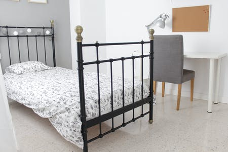 Private room for rent from 01 Jun 2019 (Calle Aceituno, Sevilla)