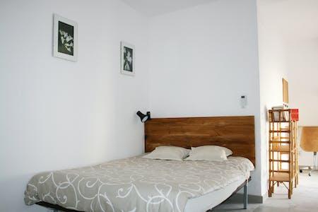Private room for rent from 02 Feb 2019 (Calle Alhondiga, Sevilla)