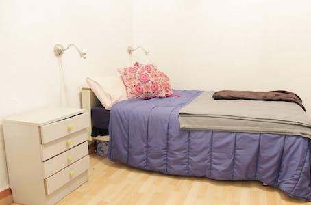 Private room for rent from 01 Jul 2019 (Callejón Diamela, Sevilla)