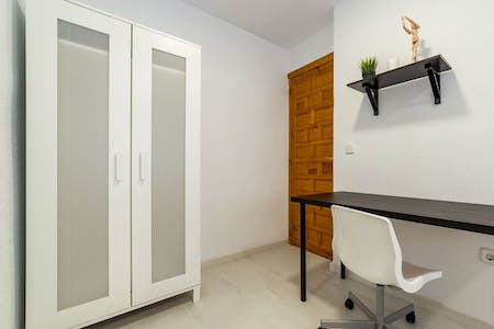 Room for rent from 01 Sep 2018 (Carrer de Mirambell, Valencia)