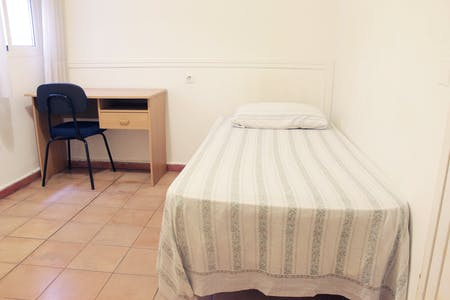 Private room for rent from 20 Aug 2019 (Calle Conde de Cifuentes, Sevilla)