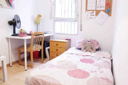 Private room for rent from 01 Aug 2019 (Calle Sol, Sevilla)