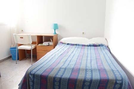Private room for rent from 01 Jul 2019 (Calle Leoncillos, Sevilla)