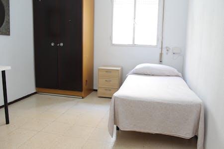 Private room for rent from 01 Aug 2019 (Calle Guadarrama, Sevilla)