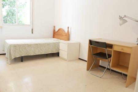 Private room for rent from 16 Jun 2019 (Calle Guadarrama, Sevilla)