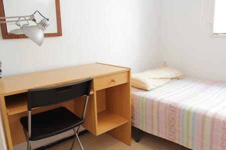Private room for rent from 05 Jun 2019 (Calle Guadarrama, Sevilla)