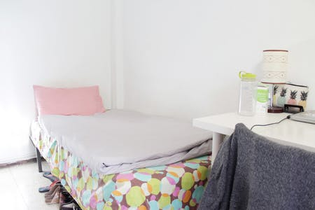 Private room for rent from 01 Feb 2019 (Calle Levíes, Sevilla)