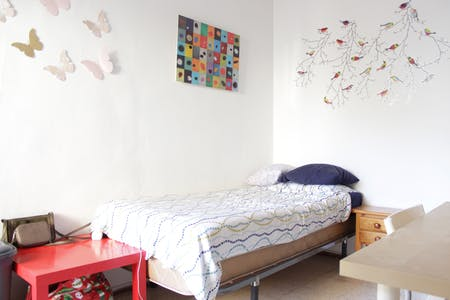 Private room for rent from 29 Feb 2020 (Calle Levíes, Sevilla)