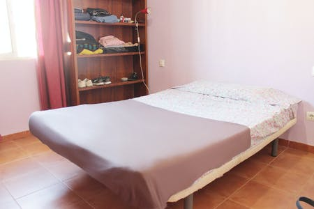 Private room for rent from 17 Aug 2019 (Calle Lucía de Jesús, Sevilla)
