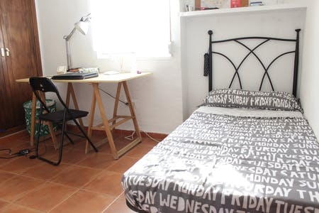 Private room for rent from 01 Jul 2020 (Calle Lucía de Jesús, Sevilla)