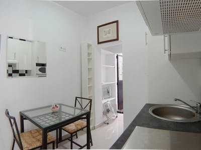Private room for rent from 21 Jan 2019 (Calle de Leñeros, Madrid)