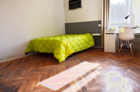Private room for rent from 01 Jul 2019 (Paseo Marqués de Monistrol, Madrid)