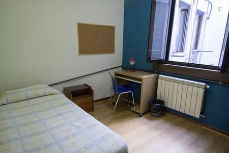 Private room for rent from 01 Jul 2019 (Calle de Chinchilla, Madrid)