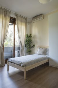 Room for rent from 15 Dec 2018 (Via Bronzino, Milano)