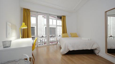 Private room for rent from 02 Feb 2020 (Carrer de Santa Anna, Barcelona)