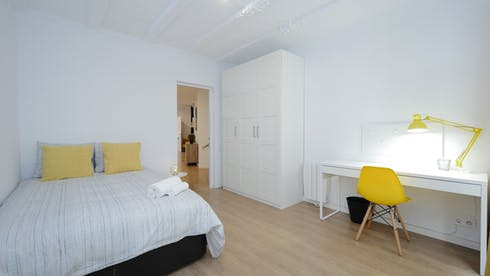 Private room for rent from 03 Jul 2019 (Carrer de Santa Anna, Barcelona)