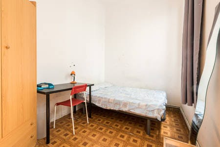 Private room for rent from 15 Jul 2019 (Calle Jardines, Madrid)