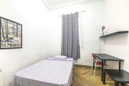 Private room for rent from 17 Jul 2019 (Calle Jardines, Madrid)