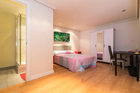 Private room for rent from 30 Sep 2020 (Calle de Arrieta, Madrid)