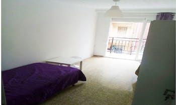 Room for rent from 01 Apr 2018 (Carrer de Vidal de Canelles, Valencia)