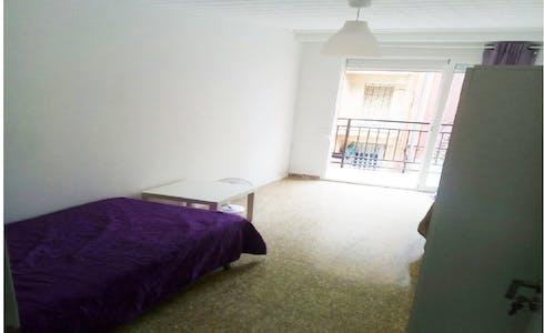 Zimmer zur Miete von 01 Apr. 2018 (Carrer de Vidal de Canelles, Valencia)