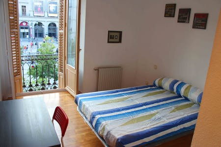 Private room for rent from 30 Sep 2020 (Plaza de Isabel II, Madrid)