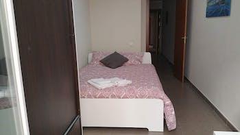 Room for rent from 01 Mar 2019 (Carrer de l'Hospital, Barcelona)
