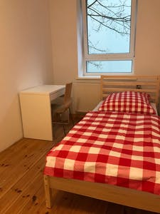 Room for rent from 17 Mar 2019 (Kurze Straße, Berlin)