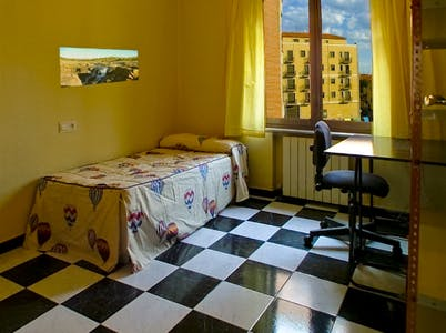 Private room for rent from 01 May 2020 (Calle Vecinos, Salamanca)