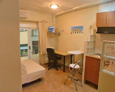 Appartement te huur vanaf 01 jul. 2019 (Calle Víctor Pradera, Salamanca)