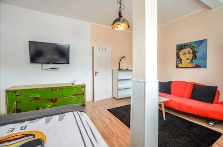 单人间租从01 Jan 2020 (Bismarckstraße, Köln)