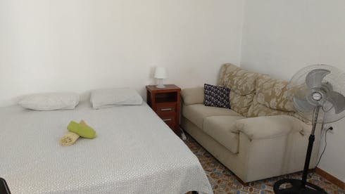 Private room for rent from 11 Dec 2018 (Calle Ollerías, Málaga)