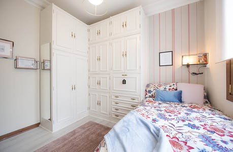 Room for rent from 01 Aug 2018 (Unamuno Miguel Plaza, Bilbao)