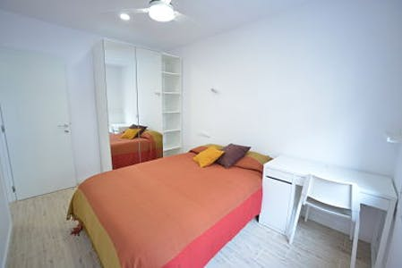Private room for rent from 01 Jun 2020 (Carrer de Bonsoms, Barcelona)