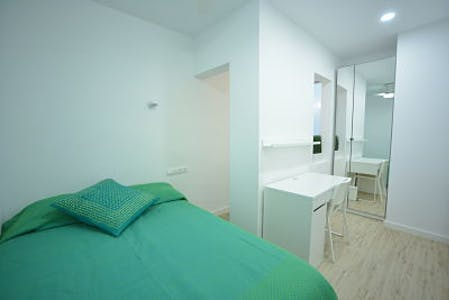 Private room for rent from 31 Oct 2019 (Carrer de Bonsoms, Barcelona)