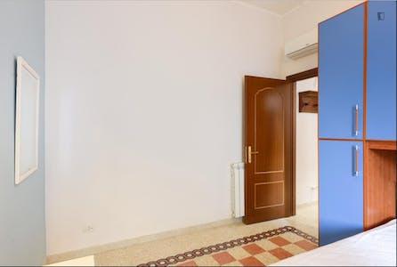 Room for rent from 01 Aug 2018 (Via dei Frassini, Roma)