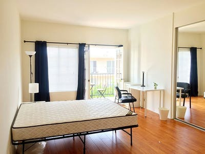 Private room for rent from 26 May 2019 (South Bentley Avenue, Los Angeles)