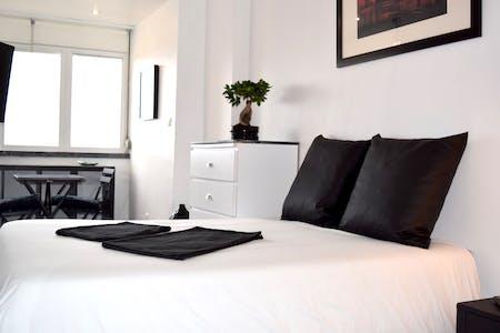 Room for rent from 20 Jul 2018 (Rua Soeiros, Lisbon)